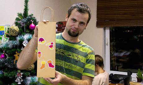 Сотрудники Информетра собирают новогодние подарки